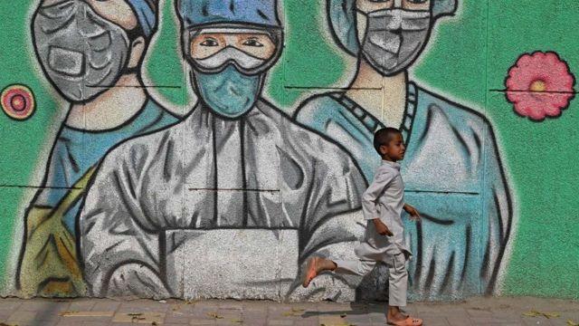 Başkent Delhi'de 19 Nisan'dan bu yana sıkı kapanma önlemleri uygulanıyordu