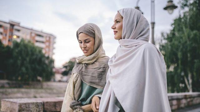 Dubartoota hijaaba uffatanii odeessaa deeman.
