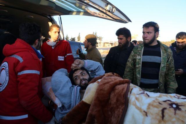 Los heridos fueron trasladados en ambulancia.