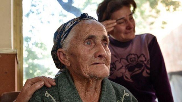 Yerevandakı qaçqın mərkəzində iki qadın