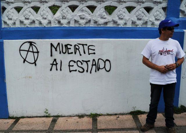 """Pintada que dice """"Muerte al Estado"""" en San José, Costa Rica, el 26 de junio de 2012."""