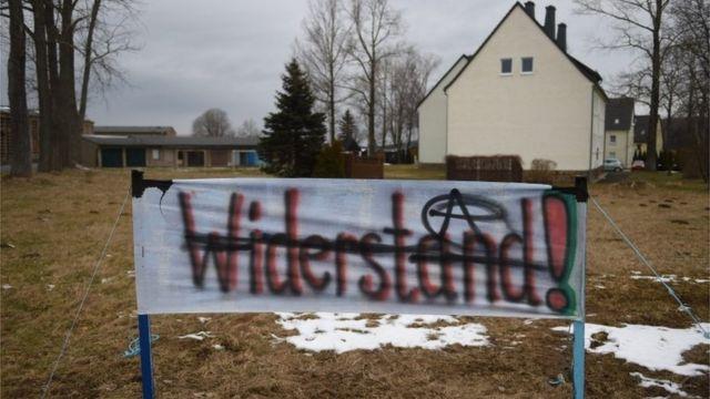 German police justify handling of migrant bus incident