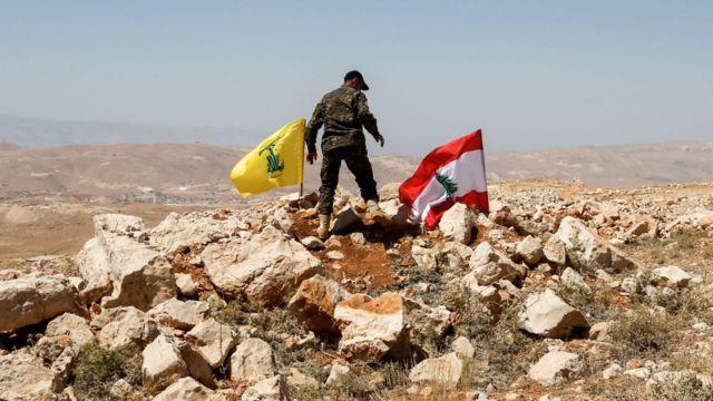 Hizbullah ve Lübnan bayrakları