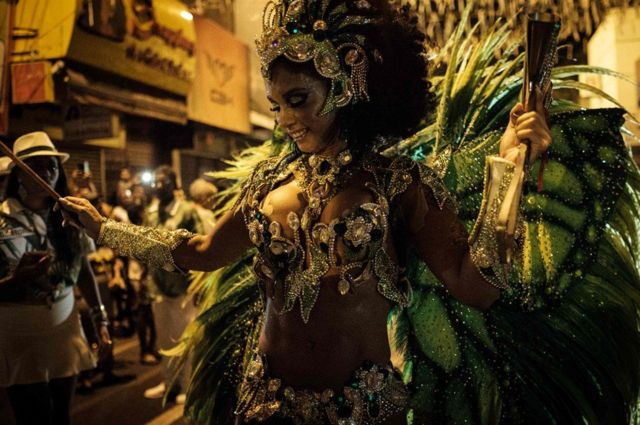 راقصة سامبا
