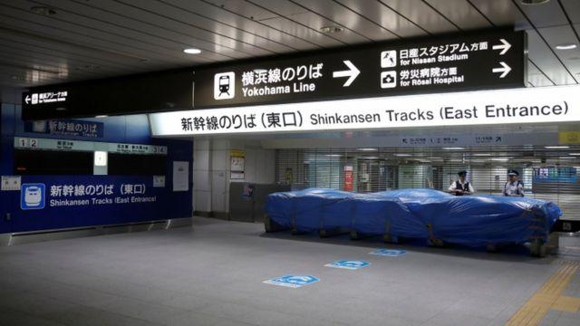 東海道新幹線も計画運休した。写真は新横浜駅の新幹線乗り場