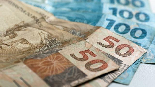 Notas de 50 reais e 100 reais