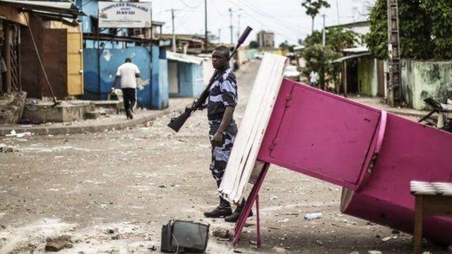 Les autorités gabonaises assurent que trois personnes sont mortes et qu'il y a eu 105 blessés dans les violences qui ont suivi l'annonce des résultats.