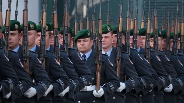 आंकड़ों के मुताबिक़ साल 2018 से 2019 के बीच जर्मनी ने अपना रक्षा बजट 9.7 फ़ीसदी बढ़ाया है