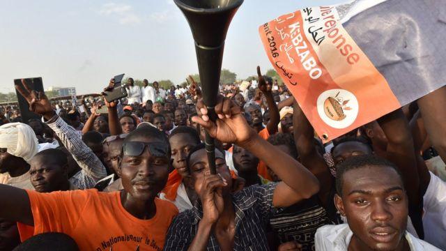 Partisans de l'opposition lors de l'élection présidentielle tchadienne en avril 2016 à Ndjaména
