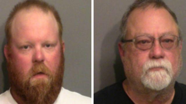 Travis McMichaell (à esq.) e Gregory McMichael foram presos na quinta