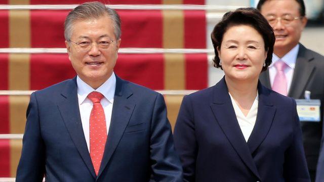 Tổng thống Hàn Quốc Moon Jae-in cùng Phu nhân đã đến Hà Nội hôm 22/3