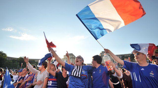French sports fans sing La Marseillaise