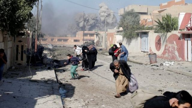 हमले में जान बचाते लोग (फाइल फोटो)