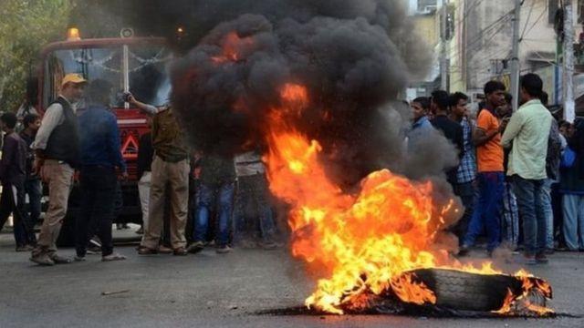 در اعتراضات اخیر در هند دست کم ۲۰ نفر کشته شدهاند