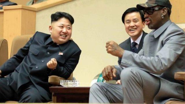 کیم جونگ اون و دنیس رادمن در مراسم جشن تولد سه سال پیش رهبر کره شمالی