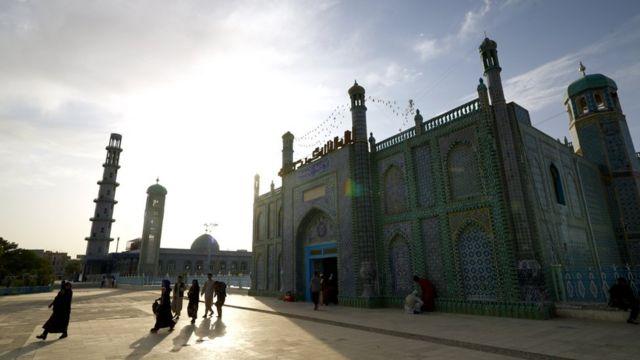 Mezar-ı Şerif'te bulunan görkemli Mavi Cami