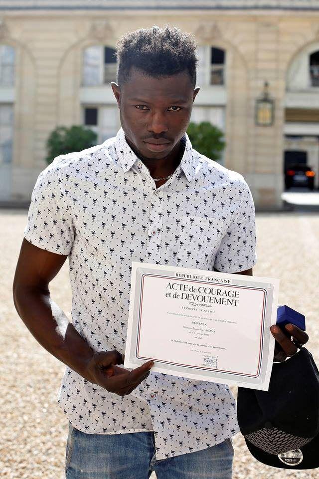 Le Malien sans papiers qui a escaladé un immeuble pour sauver un enfant sera reçu à l'Elysée ce lundi.