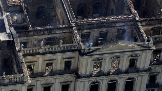 Prédio do Museu Nacional visto de cima após incêndio