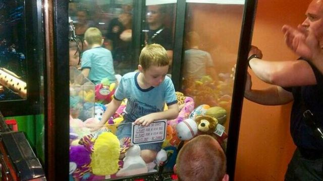 US boy trapped in Florida stuffed toy arcade machine