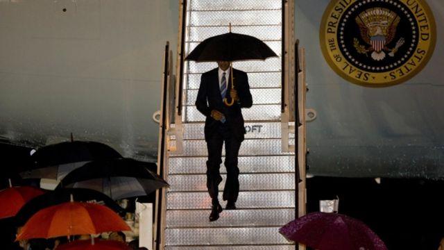 President Obama arrives in Vientiane
