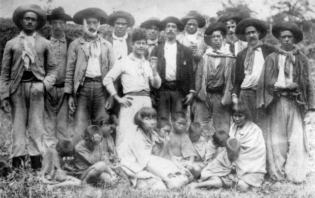 Bugreiros, mulheres e crianças indígenas Xokleng