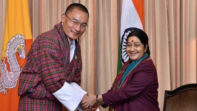 भारत दौरे पर पूर्व विदेश मंत्री सुषमा स्वराज के साथ शेरिंग तोबगे