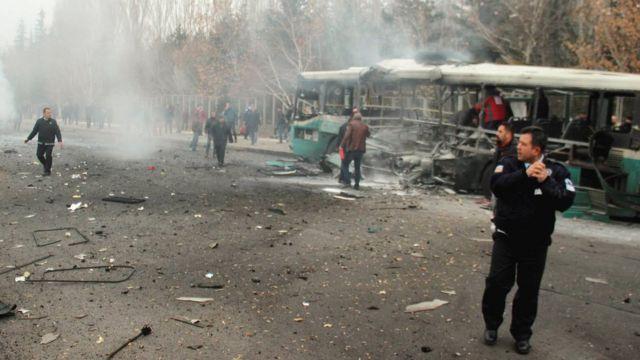 Partlayış nəticəsində avtobus çanağınadək yanıb