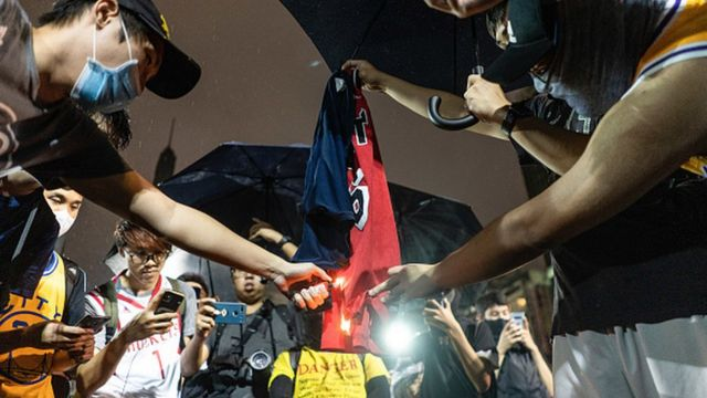 Protesters burn the jersey of Lebron James