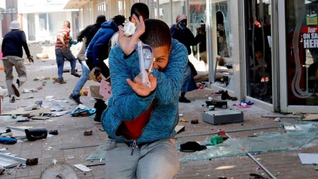 South Africa looting updates: Protest, looting, riots in South Africa as Ramaphosa deploy military - Fotos
