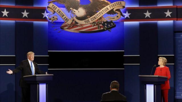 Hillary Clinton akeka ko Trump afise ico anyegeza mu kutagaragaza uburyo atanga amakori