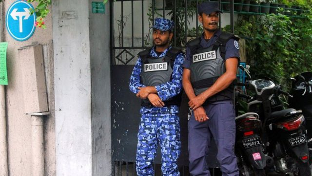 Maldivian police officers stand guard on a street after Maldives President Abdulla Yameen declared a state of emergency, in Male, 6 February 2018