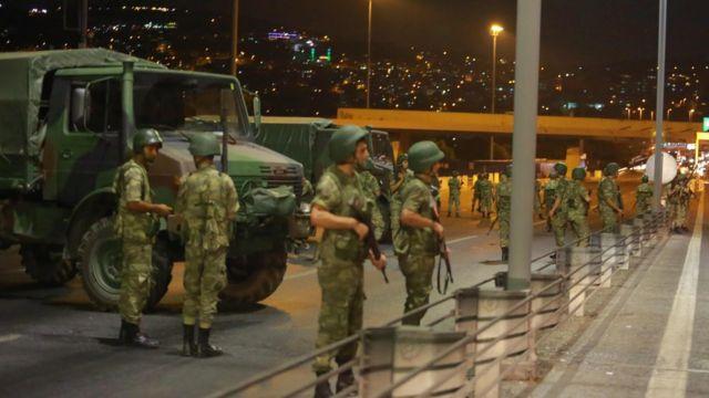 Militares en el bósforo