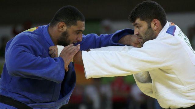 Or Sasson (derecha) e Islam El Shehaby en pleno combate