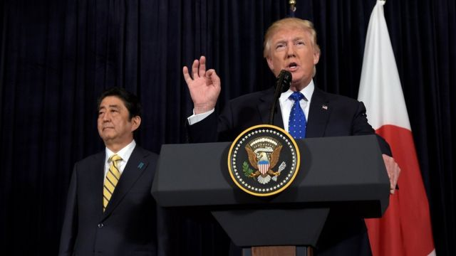 ترامب وآبي في مؤتمر صحفي مشترك في بالم بيتش حول الصاروخ الكوري الشمالي