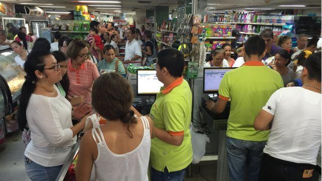 Compradores venezolanos en Colombia.