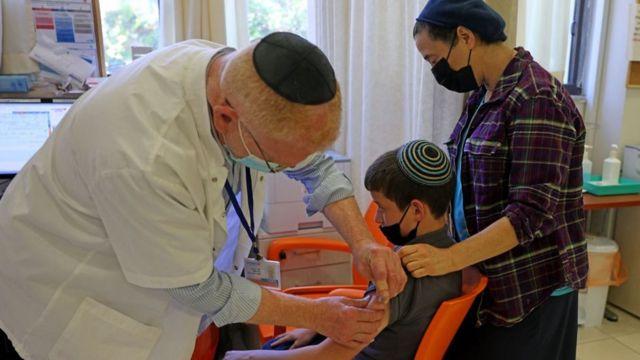 В Израиле вакцинируют ребенка