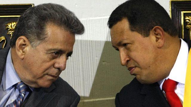 Isaías Rodríguez (izquierda) con Hugo Chávez