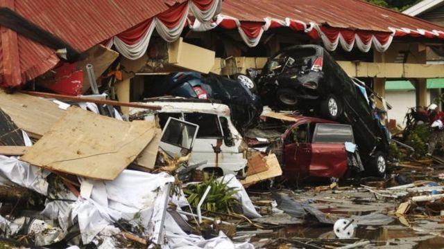 Kerusakan akibat gempa dan tsunami di sekitar pesisir pantai jalan Raja Moili Palu Timur, Palu, Sabtu (29/9).