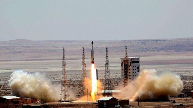 لحظه پرتاب موشک ماهوارهبر سیمرغ