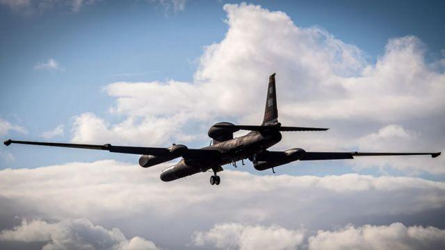 El aterrizaje de un U-2 requiere de una maniobra compleja.