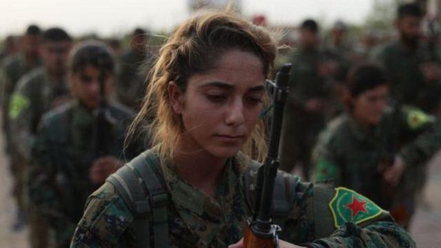 Mulher em conflito na Síria