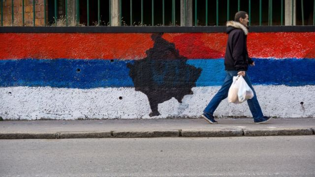 Oblik teritorije Kosova u srpskoj zastavi