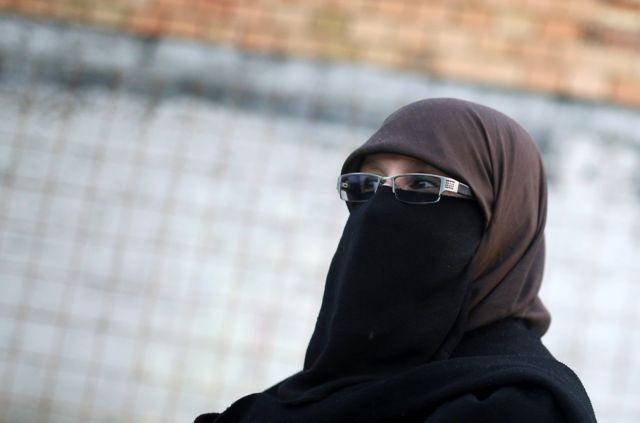 پوشیدن نقاب و برقع پیش از این درمکان های عمومی در کشورهای فرانسه و بلژیک ممنوع اعلام شد