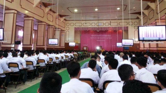 ဇီးပင်ကြီး ဗဟိုဝန်ထမ်းတက္ကသိုလ်