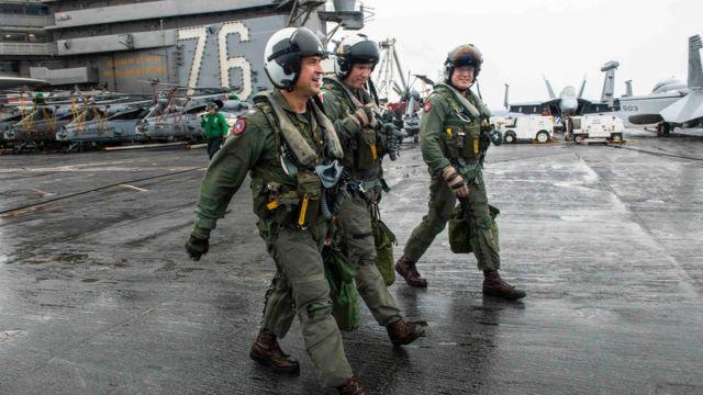 Các sỹ quan của tàu sân bay USS Ronald Reagan hôm 2/8