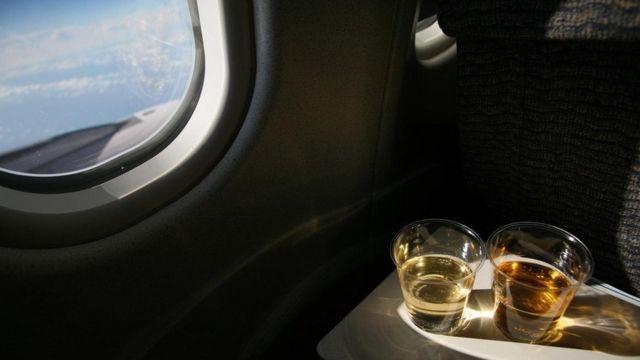 飛機上飲酒