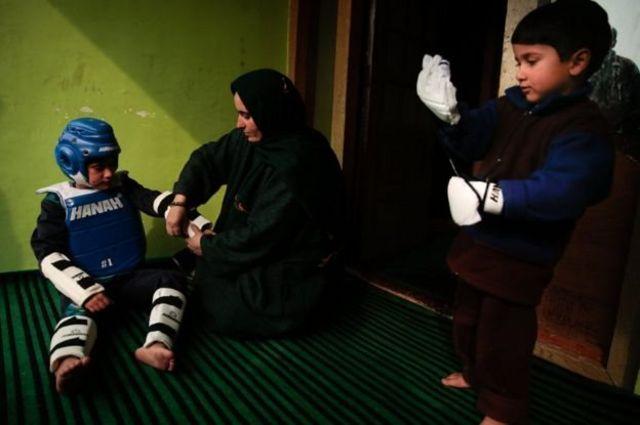 तजामुल इस्लाम अपनी मां के साथ
