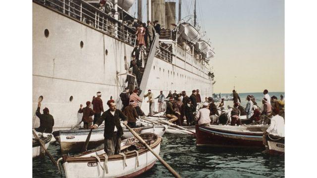 Desembarque en Argel, la capital de Argelia, en 1896. Swiss Camera Museum Collections