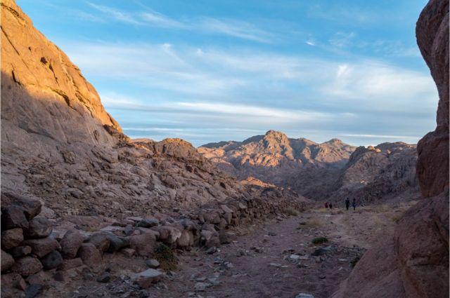 Planina Katarina, najviša u Egiptu, gleda na ostale niže vrhove Sinajske gore.