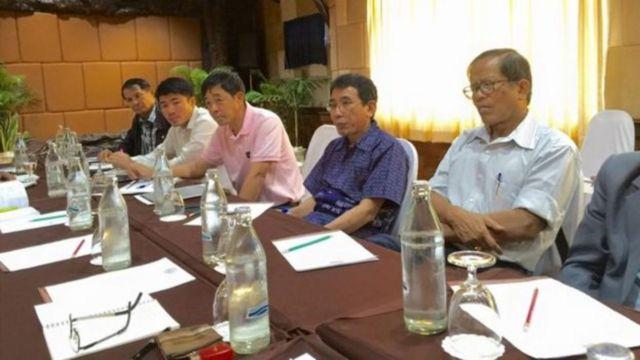 ကေအိုင်အို ခေါင်းဆောင်အချို့ကို UNFC ခေါင်းဆောင် အချို့နဲ့အတူတွေ့ရစဉ်